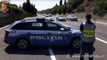 Incidente Raccordo Anulare: tir urta auto della polizia e si ribalta, scooterista cade per evitare l'impatto