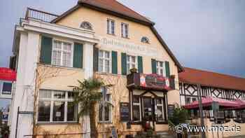 """""""Reichsbürger""""-Restaurant: Weil das Bahnhofshotel in Bad Saarow keine Gerichte mehr zubereiten darf, beschäftigte es jetzt die Justiz - moz.de"""