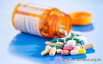 """Claudia Osorio: """" Concentração na produção de medicamentos é chave para entender o desabastecimento"""" - ABRASCO - Abrasco"""
