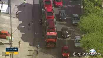 Acidente entre caminhão-cegonha e ônibus em Abreu e Lima complica trânsito na BR-101 - G1