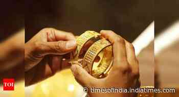 Gold dips to 8 month low on rising dollar