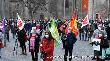 Einige hundert Menschen erinnern in Braunschweig an Hanau-Opfer