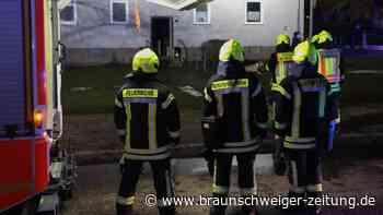 Kinderwagen brennt in Salzgitter - Feuerwehr rettet Familie