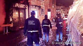 Coronavirus, folle di ragazzi nelle piazze della Movida: chiuse dalla polizia locale