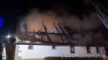 Neustadt an der Aisch: Fachwerkhaus in Vollbrand: Feuerwehren kämpfen gegen Flammen - Person tot - rosenheim24.de