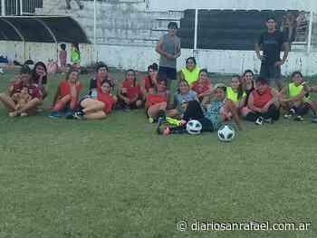 El equipo femenino de Monte Comán comenzó a entrenar - Diario San Rafael