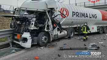 Pauroso schianto tra due camion: mezzi distrutti, autista in ospedale - BresciaToday