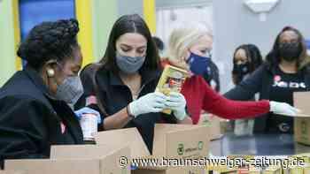 Ocasio-Cortez hilft Opfern von Wintersturm in Texas