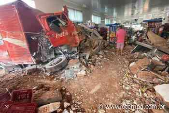 Caminhão invade supermercado em Juruaia, e clientes são atingidos; veja fotos - O Tempo