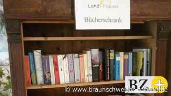 Wendeburger Landfrauen richten Bücherschrank ein