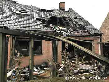 """Vrienden en buren starten hulpactie voor gezin dat huis verloor na zware brand: """"Het minste wat we kunnen doen"""""""