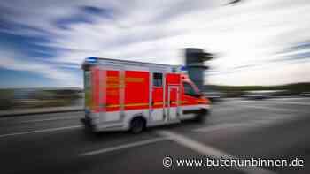 44-Jährige bei tödlichem Unfall in Loxstedt von Trecker überrollt - buten un binnen