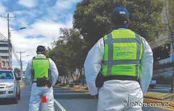 Agentes Civiles de Tránsito de Ambato son investigados por pedir dinero a un detenido - La Hora (Ecuador)
