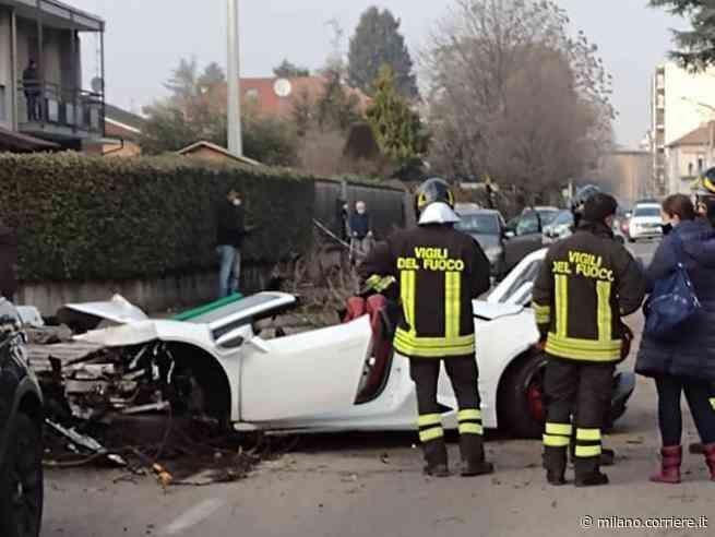 Incidente a Rovellasca: con Lamborghini a noleggio si schianta contro gli alberi, gravi lui e l'amico - Corriere Milano