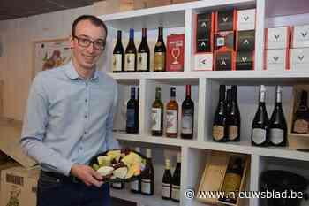 """Reinout (28) laat wijn proeven van achter de computer: """"Deelnemers kunnen zo veel drinken als ze willen want z - Het Nieuwsblad"""