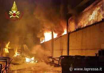 Fiorano Modenese: devastante incendio in magazzino materiali edili - La Pressa