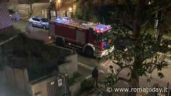 Incendio a Villa Bonelli, fiamme e fumo in un condominio: sei intossicati. Dieci appartamenti senza luce