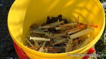 Quarticciolo, rinvenute 350 siringhe nel prato di via Trani