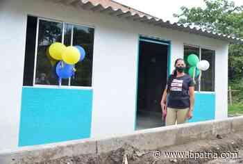 Entregan tres casas del sistema de bloqueras comunitarias en Viterbo - La Patria.com