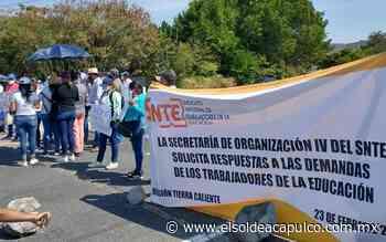 Maestros bloquean la carretera Arcelia-Tlapehuala en demanda de basificaciones y renovación de contratos - El Sol de Acapulco