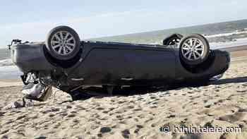 Monte Hermoso: un automóvil volcó en el camino a Sauce Grande - Telefe Bahia Blanca