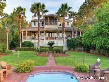 Sandra Bullock's 2 luxury homes on Tybee Island, Georgia, sold for almost $4.2 million. Take a look around. - Yahoo News