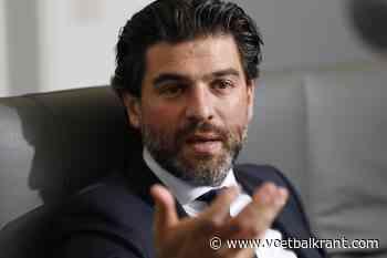 """Mehdi Bayat heeft geen zin in een trainerswissel: """"Het is pas als hij de controle verliest over de kleedkamer dat hij moet beginnen uitkijken"""""""