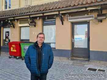 """Café-uitbater Robert legt na 14 jaar de boeken neer: """"Zonder gesloten terras is het niet langer leefbaar"""""""
