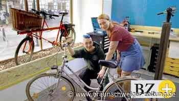 Jederzeit Einblick in offene Fahrradwerkstatt in Fallersleben