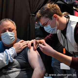 Marc Van Ranst is bijna 56, maar ging vandaag vrijwillig voor inenting met AstraZeneca: 'Zeer veilig en zeer doeltreffend vaccin'