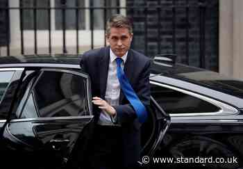 UK coronavirus LIVE: Gavin Williamson to lead Downing Street Covid press conference as  JVT urges Brits not to 'blow it now'
