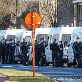 Man geeft zich over na gijzeling in gevangenis Brugge: jonge cipier in shock naar ziekenhuis gebracht