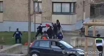 Opgedoken filmpje toont hoe moeilijk politie kan werken in beruchte Brusselse wijk, maar buurtvereniging noemt uitleg 'leugenachtig'