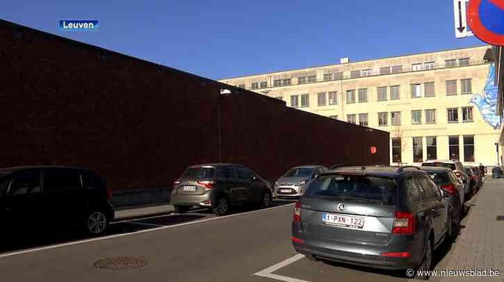 Meer pakjes met gsm's, drugs en messen over muur van hulpgevangenis Leuven gegooid