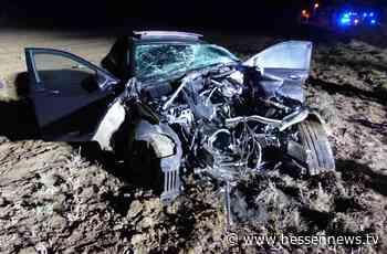 Zerstörten Mercedes AMG auf Feld bei Lohfelden zurückgelassen - Hessennews TV