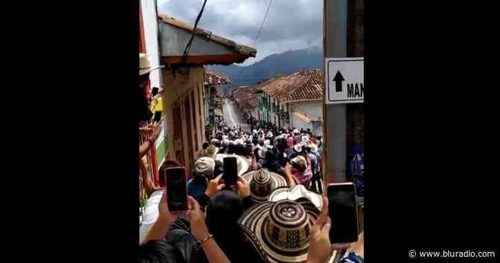 Carrera de caballos generó aglomeración en Caramanta, Antioquia - Blu Radio