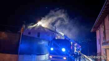 Piccolo incendio su un tetto di una casa a Gressan - Aostasera - AostaSera