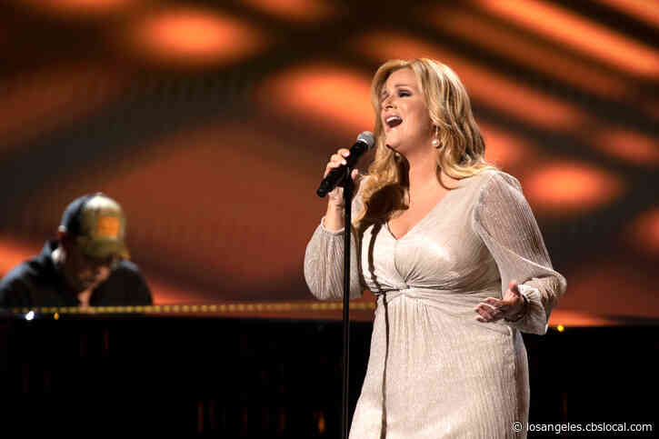 Country Music Star Trisha Yearwood Tests Positive For COVID-19, Husband Garth Brooks Negative