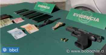 Persecución policial termina con dos detenidos en San Miguel: se dedicaban a asaltar peatones - BioBioChile