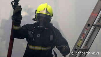 Incendio destruye casa habitación en San Miguel - Cooperativa.cl