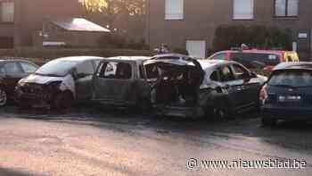 Drie wagens volledig uitgebrand in buurt Sint-Pietersstation