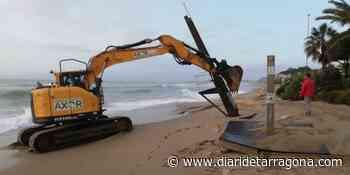 Retiran torres de vigilancia de las playas de El Vendrell por el riesgo de caída - Diari de Tarragona