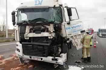Trucker rijdt in op staart van file