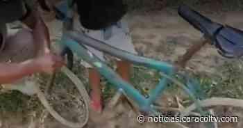 Soldados le dieron un regalo a niño que jugaba con una bicicleta sin llantas - Noticias Caracol