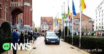 """Burgemeester Leopold Lippens van Knokke-Heist is begraven: """"Als eerbetoon werd halt gehouden aan het gemeentehuis"""" - VRT NWS"""