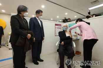 Moon observa la vacunación contra el coronavirus mientras el Gobierno comienza la campaña de inoculación | AGENCIA DE NOTICIAS YONHAP - Agencia de Noticias Yonhap