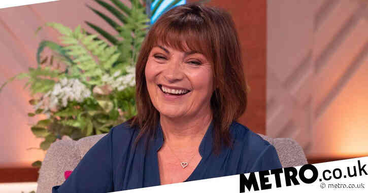 Lorraine Kelly offers to pose naked on TV for new painting series
