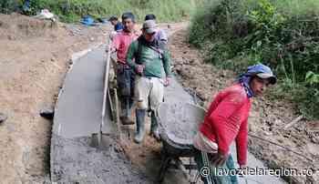 Alcaldía y Juntas de Acción Comunal pavimentan las vías rurales en Suaza - Huila