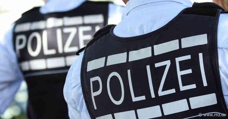 Mannheim:  Unbekannte zünden Aushangtafel an