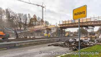LKW-Fahrer rammt Fußgängerbrücke in Detmerode und flieht